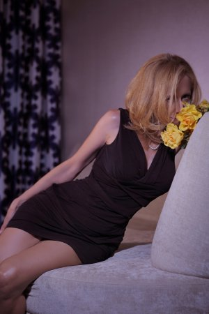 Clarita escort in Oro Valley AZ and sex contacts